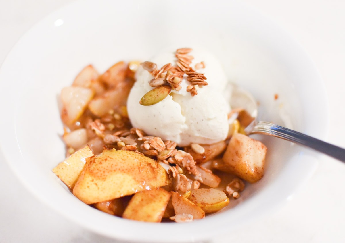 The easiest 5 minute dessert - Cinnamon Pears with Ice Cream and Buckwheat Granola #easydessert #holidayrecipes #pear #cinnamon