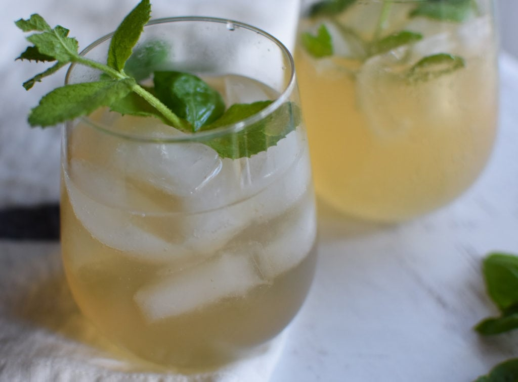 Pear Mojito Mocktail that is citrus free and heal your headache safe. Good for those avoiding citrus and alcohol on a migraine diet! #mocktail #pearmojito