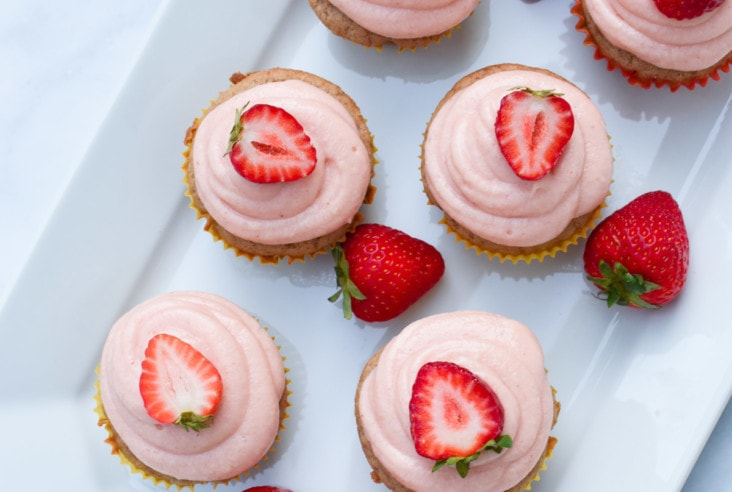 gluten free strawberry cupcakes with strawberry cream cheese frosting for vestibular disorder associations balance awareness week #strawberrycupcakes #glutenfree