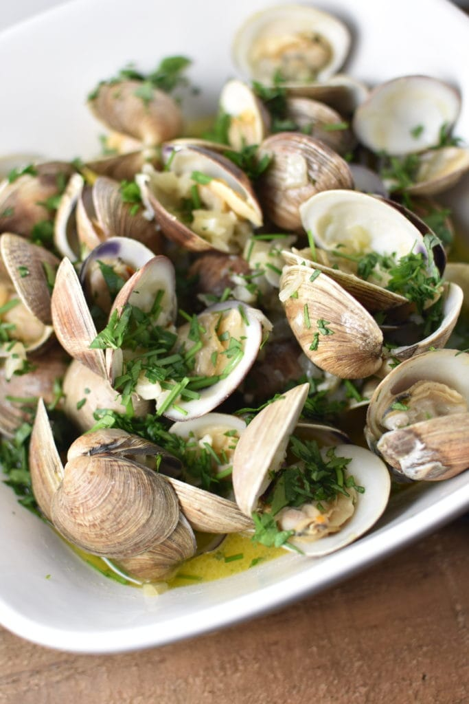 Littleneck clams in herbed sauce