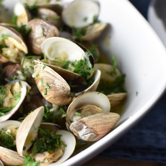 Littleneck clams in an herbed butter broth are easier than you think! This easy dinner is made non-alcoholic (wine free) and citrus free for the Heal Your headache migraine diet #clams #easyrecipe #migrainediet