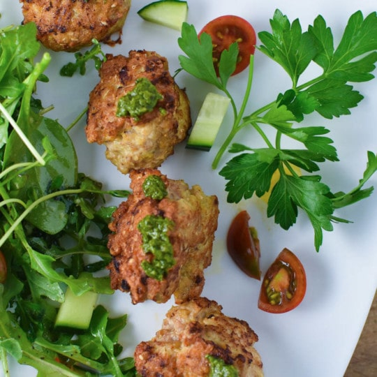 These sumac spiced chicken meatballs are gluten free and can be made in under 30 minutes! The perfect recipe for a quick and easy family meal #chickenmeatballs #healthyrecipe #migrainediet