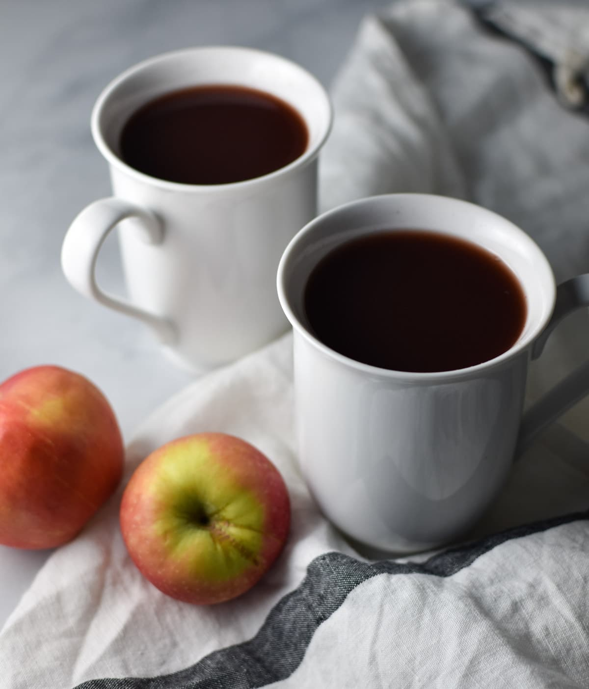 Cranberry Apple Wassail, the citrus free twist on the classic holiday recipe that can be made in the crockpot or on the stove top. #wassail #mocktails #christmasrecipes #holiday