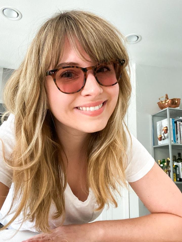 A girl in axon migraine glasses